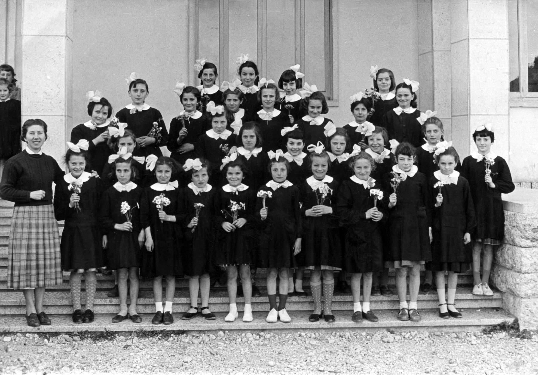 Classe 1946 della piazza con la maestra simeoni for Maestra renata